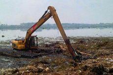 Pengerukan Waduk Pluit Berhenti, Pembersihan Sampah Tetap Berlanjut