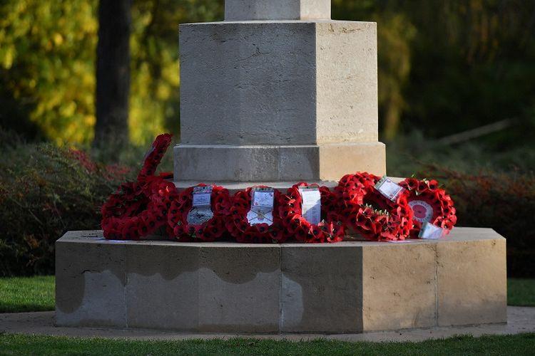 Tugu peringatan Perang Dunia I di pemakaman militer St Symphorien, Mons, Belgia. Di sini dimakamkan prajurit pertama dan terakhir Inggris yang gugur di Perang Dunia I.