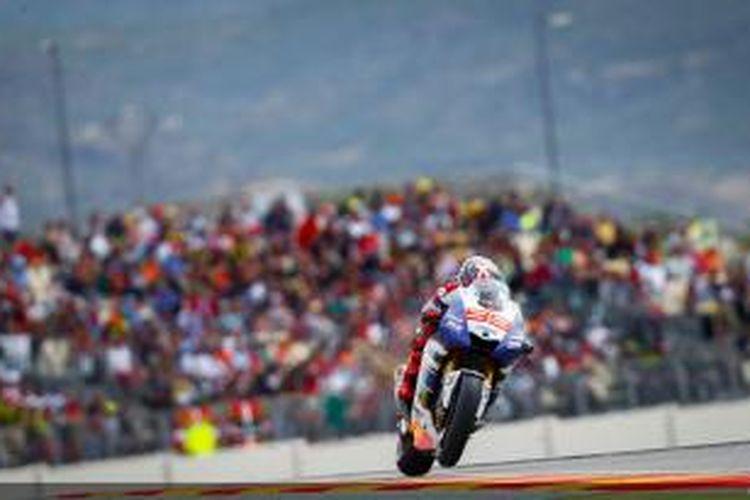 Pebalap Yamaha asal Spanyol, Jorge Lorenzo, memacu motornya di Sirkuit MotorLand Aragon, pada GP Aragon, Minggu (29/9/2013).