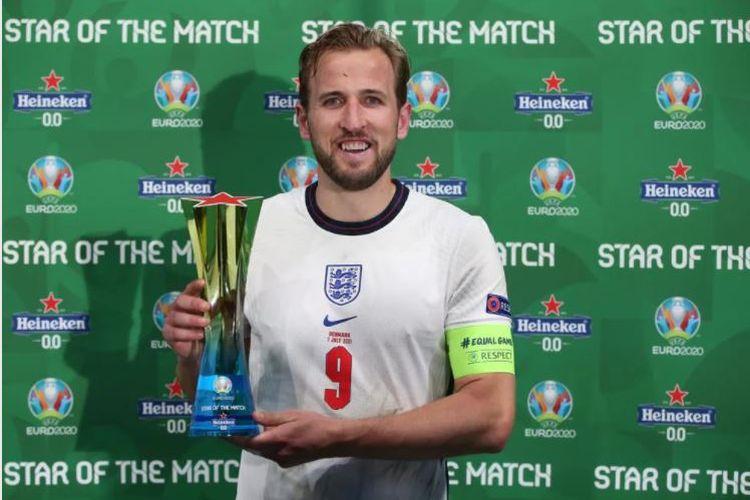 Striker timnas Inggris Harry Kane terpilih sebagai Star of the Match alias Pemain Terbaik pertandingan semifinal Euro 2020 kontra Denmark pada Kamis (8/7/2021) dini hari WIB.