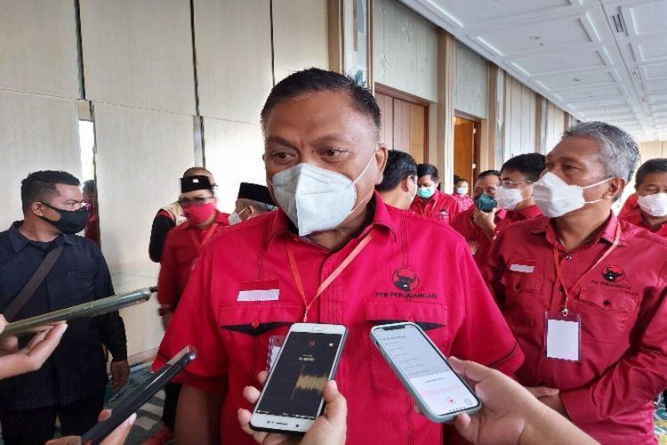 Ketua DPD PDI-P Sulut yang juga sebagai Bendahara Umum DPP PDI-P, Olly Dondokambey, saat diwawancara di sela-sela Rakerda, di Manado, Senin (28/6/2021).