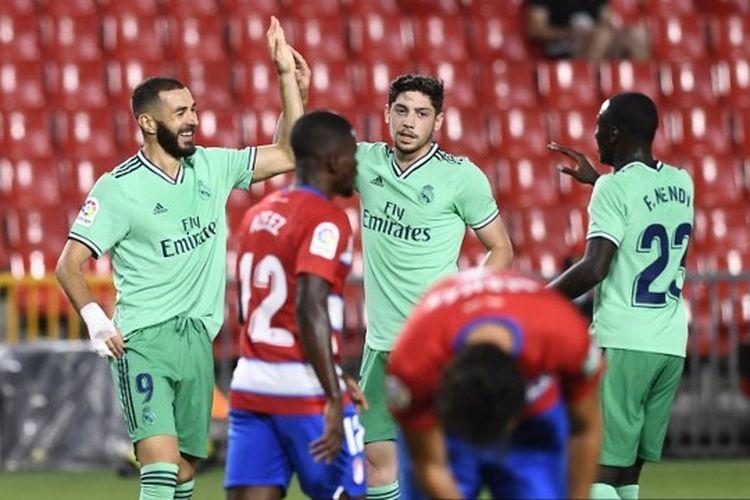 Karim Benzema, Federico Valderde, dan Ferland Mendy dalam laga Granada vs Real Madrid pada pekan ke-36 Liga Spanyol 2019-2020.