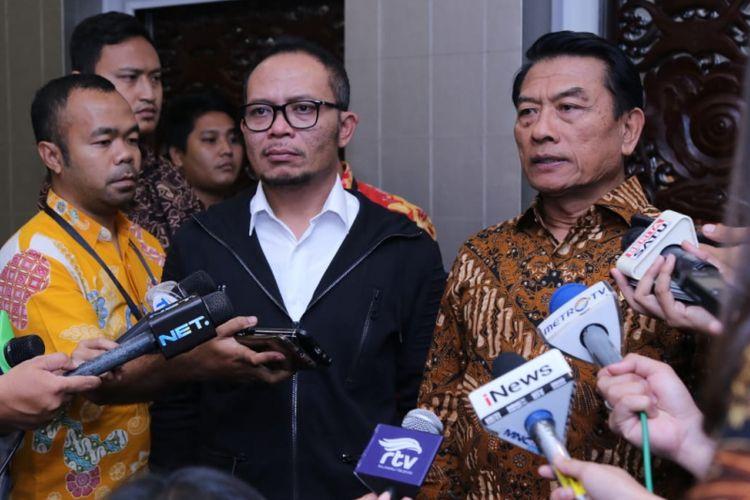 Menteri Ketenagakerjaan M. Hanif Dhakiri menegaskan isu serbuan Tenaga Kerja Asing (TKA) yang bekerja di kawasan industri Morowali, Sulawesi Tengah tidak sesuai fakta. Jumlah TKA di Morowali sebanyak 10,9 persen (3.121 orang)  dari total pekerja lokal berjumlah 25.447 orang.