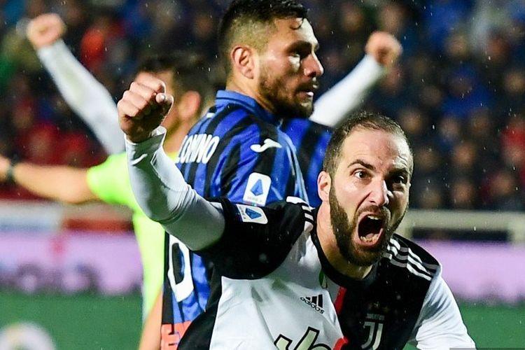 Gonzalo Higuain merayakan golnya pada laga Atalanta vs Juventus dalam lanjutan Serie A Liga Italia di Stadion Atleti Azzurri dItalia, 23 November 2019.