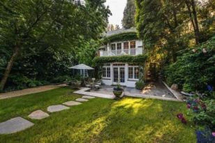 Rumah mewah itu merupakan bekas rumah milik bintang cantik Hollywood lainnya, yakni Jessica Simpson