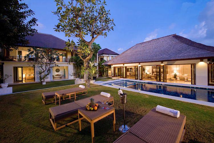 Taman samping kolam renang yang ada di Casa Evaliza, tempat menginap Jorge Lorenzo di Bali.