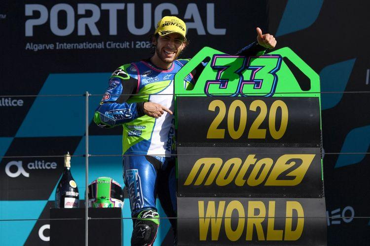 Enea Bastianini saat jadi juara dunia Moto2 2020. (Photo by PATRICIA DE MELO MOREIRA / AFP)