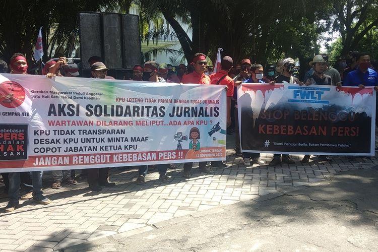 suasana Aksi puluhan jurnalis di kantor KPUD LOMBOK TENGAH