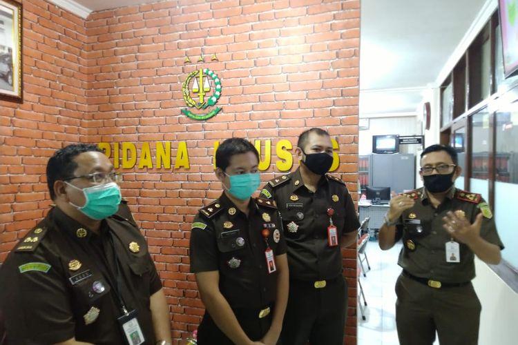 Kepala kejari Jember Prima Idwan Mariza (Paling kanan) sempat tertular Covid-19, namun sekarang sudah dinyatakan sembuh