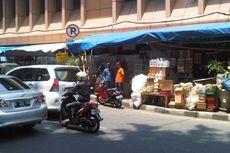 Sebulan Tanpa Solusi, Pedagang Parsel Kembali Berjualan di Stasiun Cikini