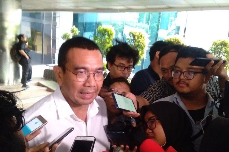 Staf Khusus Kementerian BUMN, Arya Sinulingga menjelaskan kepada rekan media soal restrukturisasi BUMN di Kementerian BUMN, Jakarta, Senin (18/11/2019)