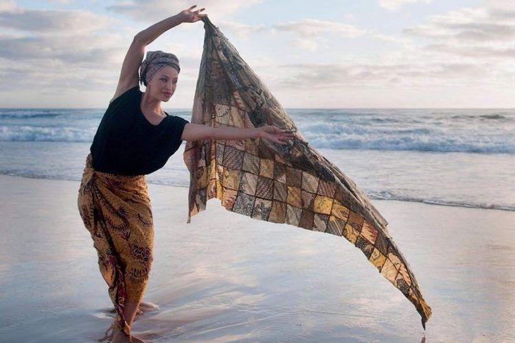 Alfira OSullivan dari Suara Indonesia Dance di Sydney menjadi pengagas menari serempak dari rumah.