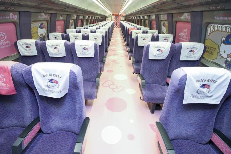 Interior kereta Shinkansen bertema Hello Kitty yang baru saja diresmikan, Sabtu (30/6/2018).