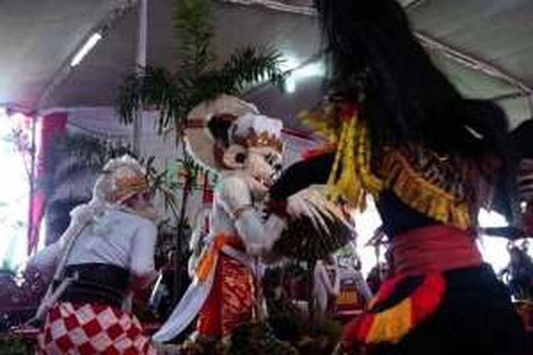 Pertunjukan sendratari Resi Mayangkara di pelataran Goa Kreo, Jawa Tengah, mengawali pembukaan Festival Durian Gunungpati yang diselenggarakan Dinas Pertanian Kota Semarang, Sabtu (6/2/2016).