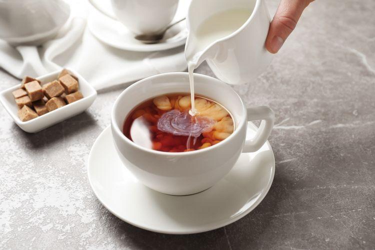 Ilustrasi teh susu untuk sajian takjil.