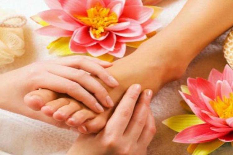 Pijatan pada kaki bisa membantu perempuan merasa rileks sekaligus meningkatkan gairah bercinta.
