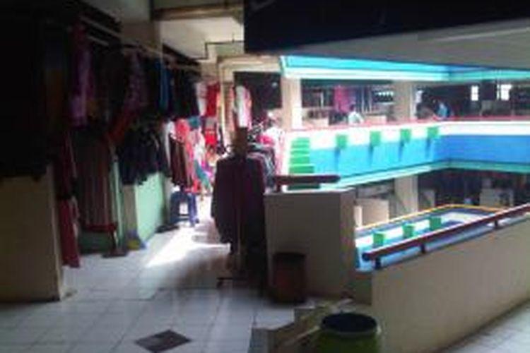 Suasana Pasar Blok G Tanah Abang pada Rabu (4/9/2013) masih sepi dari pengunjung.