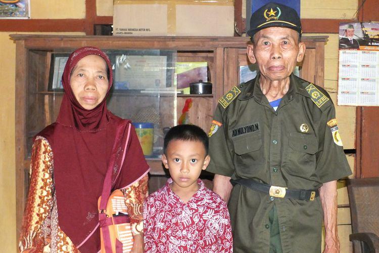 Adi Mulyono Ngatiran Jamaah Haji Tertua Di DIY, Bersama Istri dan cucu
