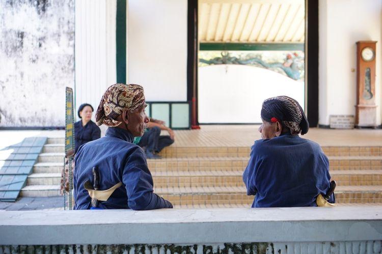 Budaya gotong royong di Indonesia lahir dan dipelihara lewat interaksi langsung yang terjadi di ruang-ruang publik selama bertahun-tahun lamanya