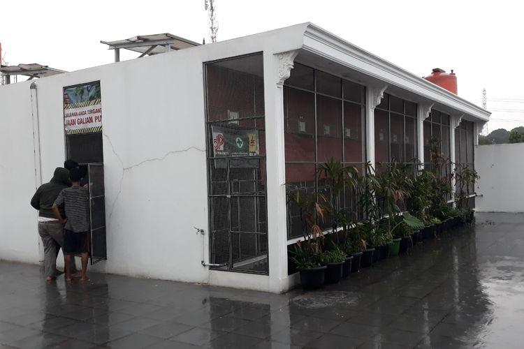 Kandang yang berisi burung murai batu senilai Rp 1,4 miliar yang dicuri maling di Tempat Penangkaran burung di, Jalan Lapangan Kampung Babakan, Mustikajaya, Kota Bekasi, Selasa (30/4/2019).