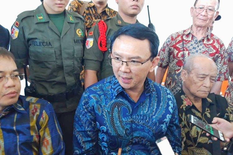 Mantan Gubernur DKI Jakarta Basuki Tjahaja Purnama alias Ahok ditemui usai menghadiri diskusi kebangsaan di Universitas Kristen Petra, Surabaya, Jawa Timur, Senin (19/8/2019).