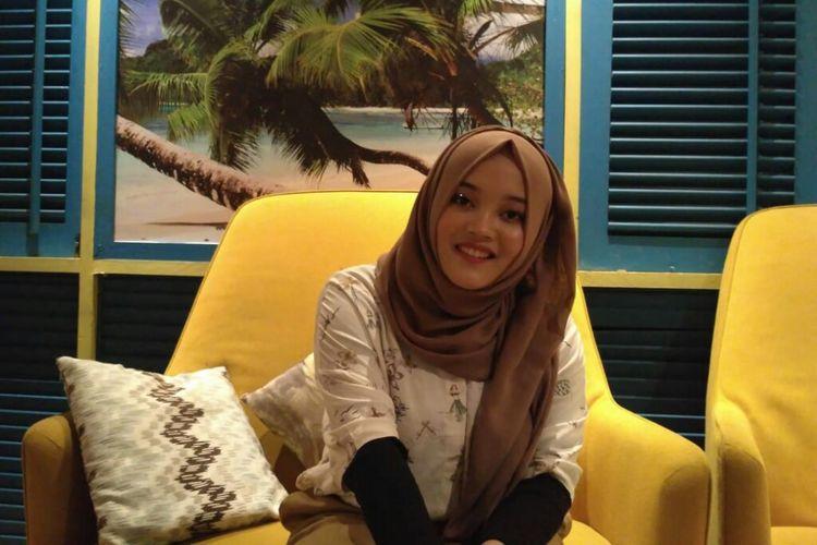 Anak kedua artis komedi Sule, Putri Delina Andriyani, ditemui dalam sebuah acara di kawasan Blok M, Kebayoran Baru, Jakarta Selatan, Selasa (26/3/2019).