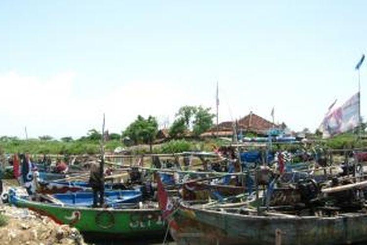 Nelayan di Kendal tidak melaut karena cuaca buruk.