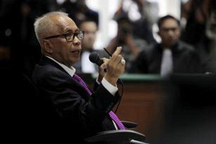 Terdakwa Otto Cornelis (OC) Kaligis menjalani sidang putusan sela di Pengadilan Tindak Pidana Korupsi, Jakarta, Selasa (22/9/2015).