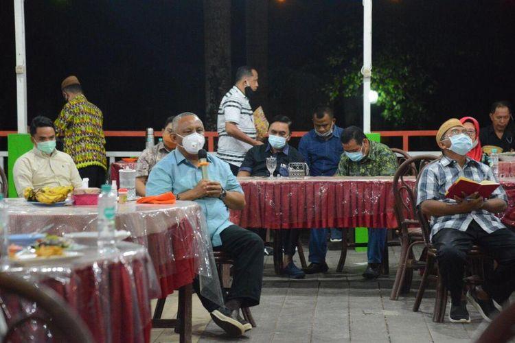 Gubernur Gorontalo, Rusli Habibie saat melakukan pertemuan dengan sejumlah anggota DPRD untuk menjelaskan pengajuan pinjaman Pemulihan Ekonomi Nasional (PEN) senilai Rp998 miliar.