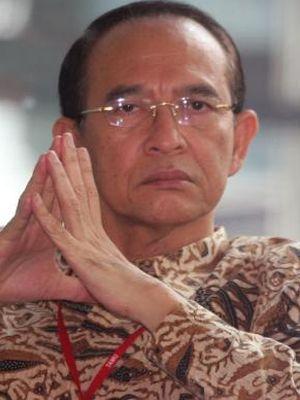 Mantan Menteri Agama Suryadharma Ali bersiap menjalani pemeriksaan oleh Komisi Pemberantasan Korupsi (KPK), Jakarta, Jumat (10/4/2015). Sebelumnya KPK telah menetapkan Suryadharma Ali sebagai tersangka dalam kasus dugaan korupsi penyelenggaraan haji di Kementerian Agama pada tahun 2012-2013,