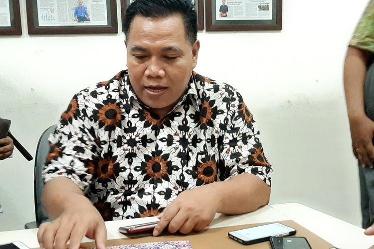 Kepala Ombudsman RI Perwakilan DIY Budhi Masthuri saat memberikan keterangan kepada wartawan usai meminta klarifikasi PT AMI.