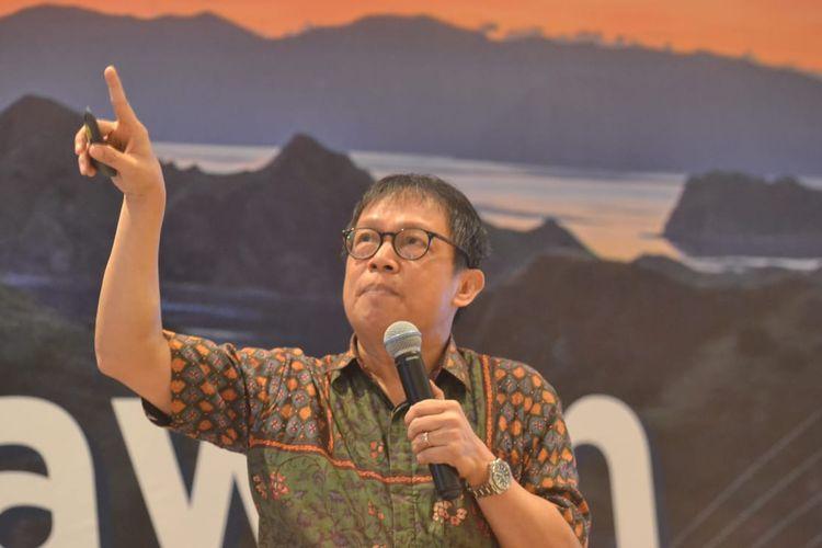 Kepala ekonom BNI Kiryanto sedang memaparkan kondisi perekonomian secara keseluruhan di Labuan Bajo, NTT, Senin (9/12/2019).