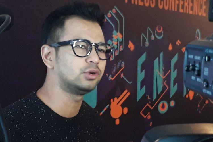 Raffi Ahmad diabadikan dalam sebuah acara di MNC Studios, Kebon Jeruk, Jakarta Barat, Senin (20/3/2017).