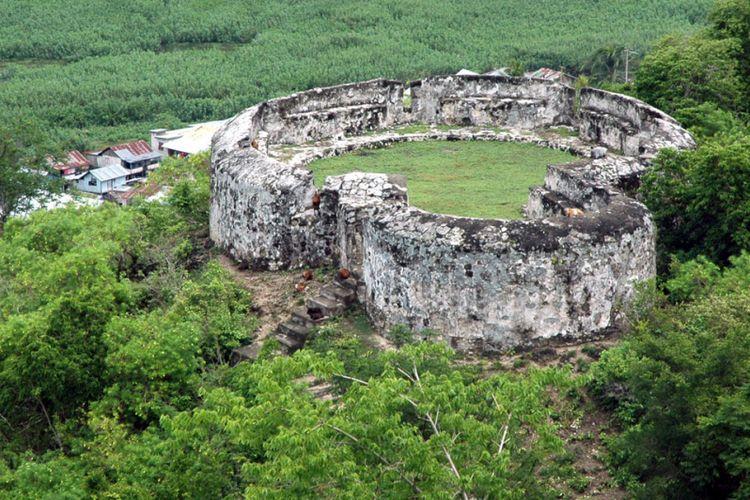 Benteng Otahiya salah satu dari 3 benteng di kawasan perbentengan Otanaha. Kawasan ini menjadi habitat puluhan jenis burung, tarsius, kuskus beruang, hingga kupu-kupu.