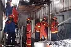 Sebuah Bangunan di Sumarecon Mall Bekasi Terbakar