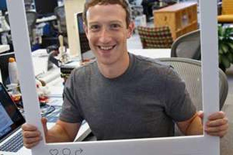 Mark Zuckerberg di kantornya.