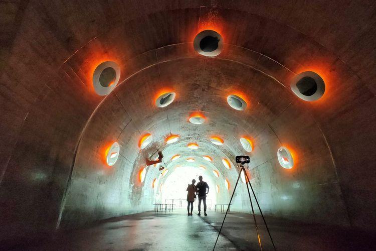 Instalasi Windows of Uncertainty menjadi bagian dari karya seni Tunnel of Light di Echigo-Tsumari Art Field, Jepang