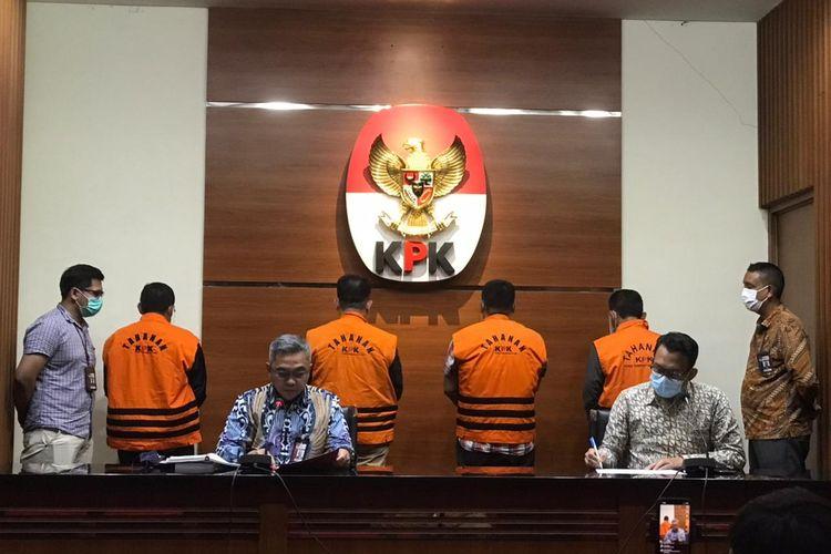Komisi Pemberantasan Korupsi (KPK) menetapkan empat orang mantan anggota DPRD Jambi  periode 2014-2019 sebagai tersangka dalam perkara suap terhadap anggota DPRD Jambi terkait pengesahan RAPBD Provinsi Jambi Tahun Anggaran 2017-2018 pada Kamis (17/6/2021).