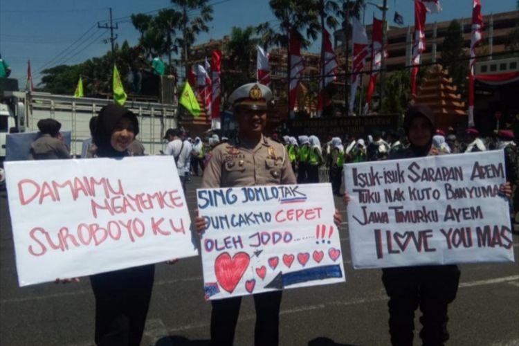 Aksi polisi di Surabaya dinginkan demo buruh, Rabu (2/10/2019).