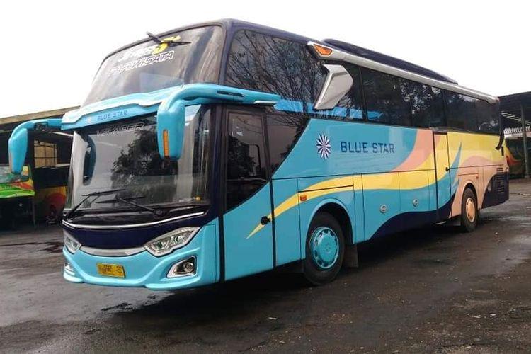 Salah satu armada bus AKAP milik Blue Star