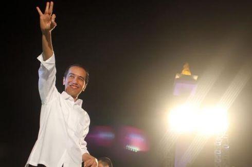 Saat Presiden Jokowi Memindah Sendiri Mikrofonnya