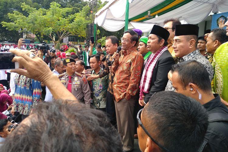Menko Polhukam Mahfud MD mengatakan, Presiden sudah menunjukkan komitmen bahwa ideologi Pancasila harus sampai ke akar rumput.