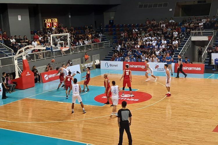 Momen saat  laga Kualifikasi FIBA Asia Cup 2021 antara tim nasional (timnas) Indonesia kontra Filipina di Mahaka Arena, Jakarta, Minggu (23/2/2020).