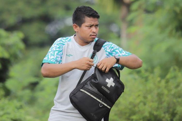 Fisioterapis PS Sleman Muhammad Firman, Kamis (3/9/2021), kini berjumpa dengan idolanya, Irfan Bachdim yang juga menjadi penggawa klub berjulukan Sper Elja.