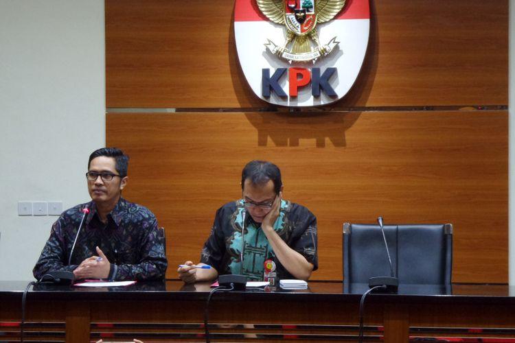 Wakil Ketua KPK Saut Situmorang saat mengumumkan penetapan tersangka mantan Bupati Konawe Utara Aswad Sulaiman di Gedung KPK Jakarta, Selasa (3/10/2017).