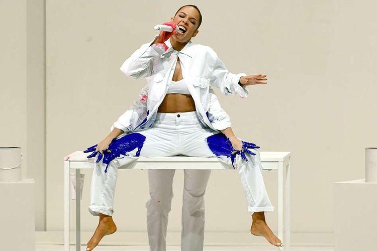 Halsey tampil dalam American Music Awards (AMAs) 2019 di Microsoft Theater, LA, AS, Minggu (24/11/2019) waktu setempat. Selain pembacaan pemenang nominasi, ajang penghargaan tahunan yang kembali dihelat untuk ke-47 kalinya itu juga diisi dengan penampilan istimewa sejumlah musisi papan atas dunia.