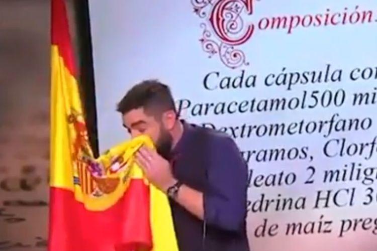 Aksi komedian Spanyol Dani Mateo saat melakukan sketsa di sebuah televisi.