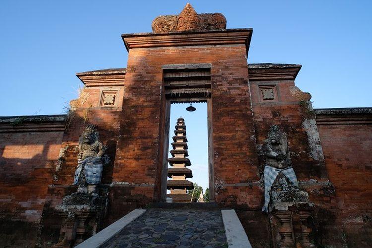 Ilustrasi NTB - Pura Meru di Mataram.