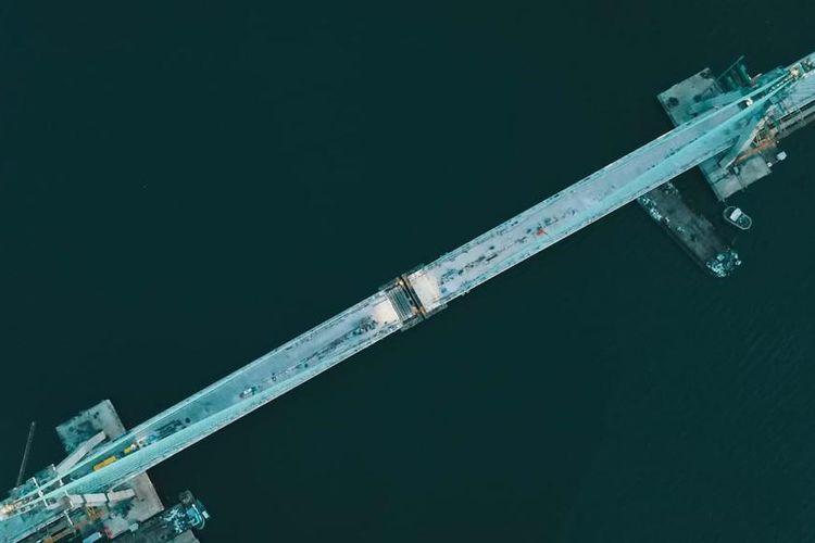 Didesain dengan lebar 22,4 meter yang mencakup 4 lajur, jembatan ini dilengkapi dengan trotoar di samping kanan dan kiri.