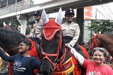 Kuda Polsatwa Jadi Sasaran Foto Pengunjung Karnaval Cap Go Meh